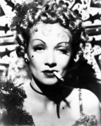 marlene_dietrich_smoking