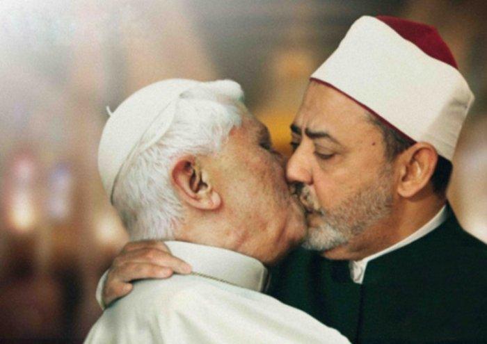pope_kiss